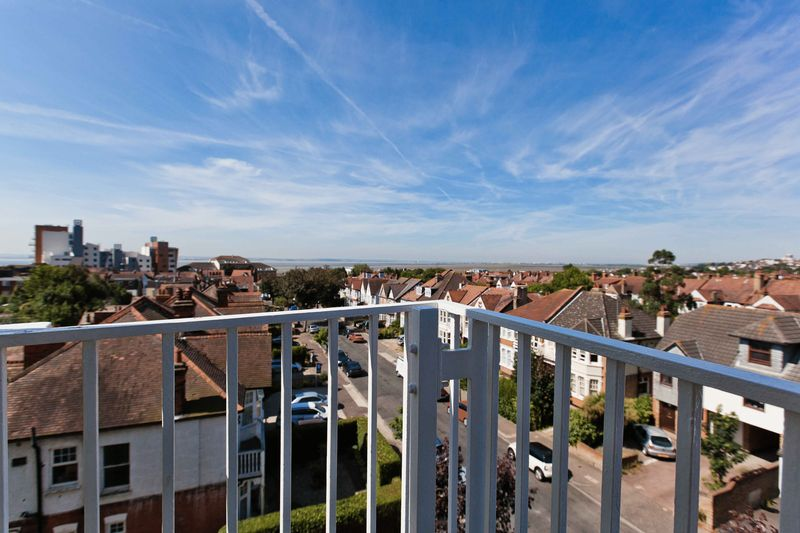 Westcliff-on-sea *available Now - First To View Will Rent!*