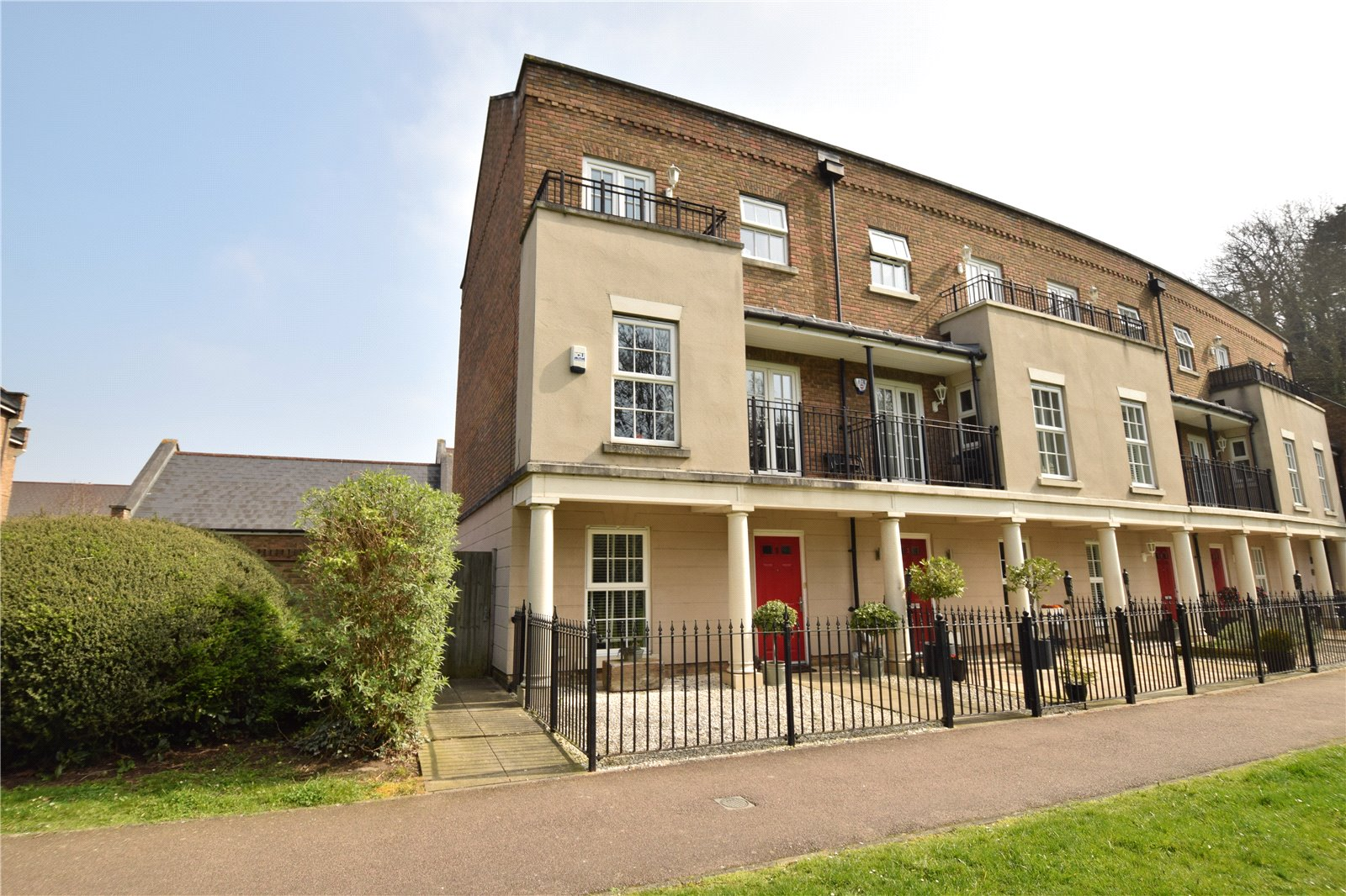 Eleanor Walk, Greenhithe, Kent, DA9