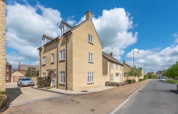 Elmhurst Way, Carterton, Oxfordshire