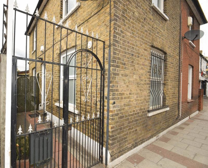 Two Bed Freehold House, Earlsfield