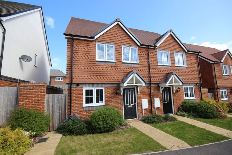 Glover Close, Riverdown Park, Salisbury, Sp1
