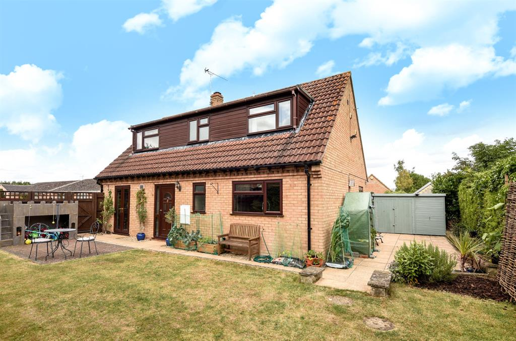 Oakfield Rd , Carterton, Oxfordshire, OX18 3SN