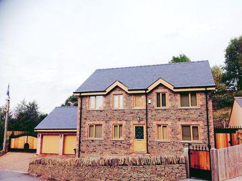 Glanynant, Cwmnantyrhodyn, Pontllanfraith