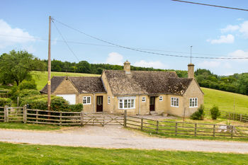 Wood Farm Bungalow, Woodleys, Nr Woodstock