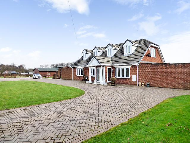 Hillcrest, Winwick Lane, Croft, Warrington WA3 7EW