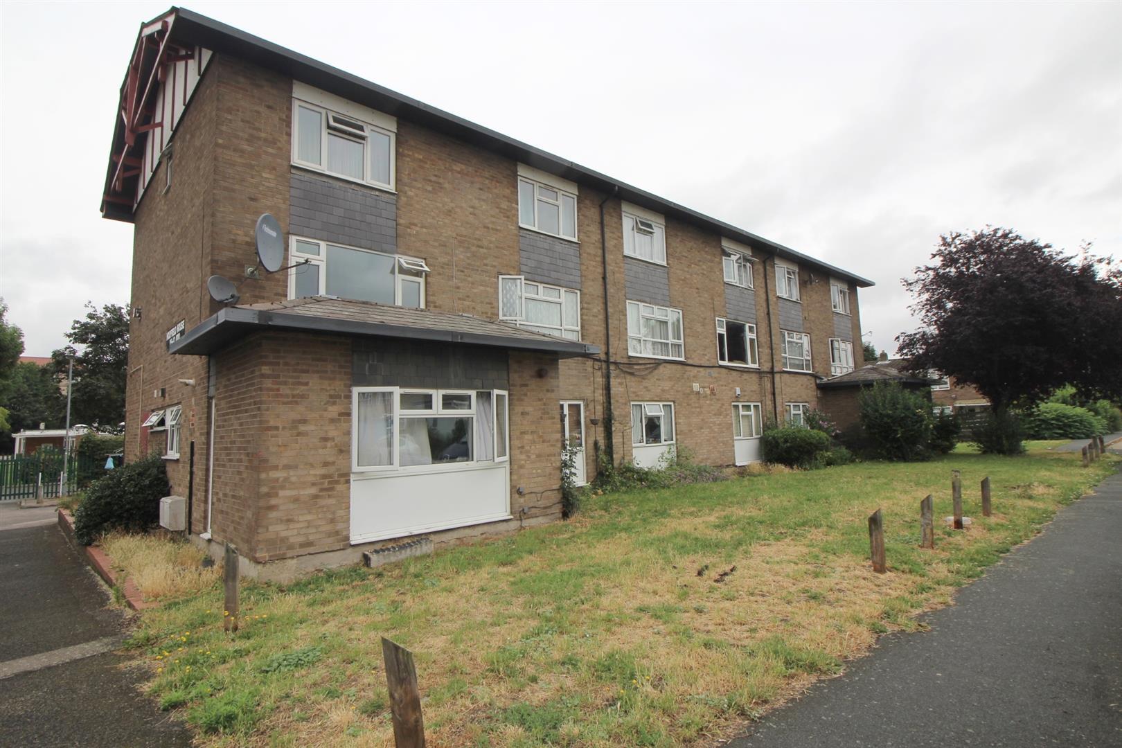 Longcroft Drive, Waltham Cross, Herts, EN8