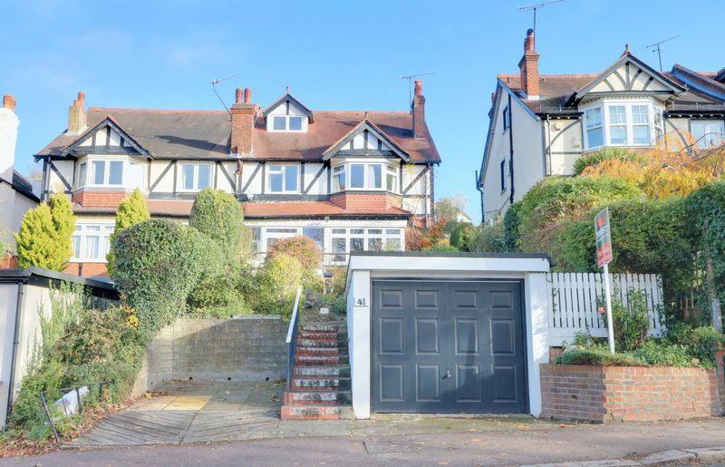 Downs Court Road, Purley