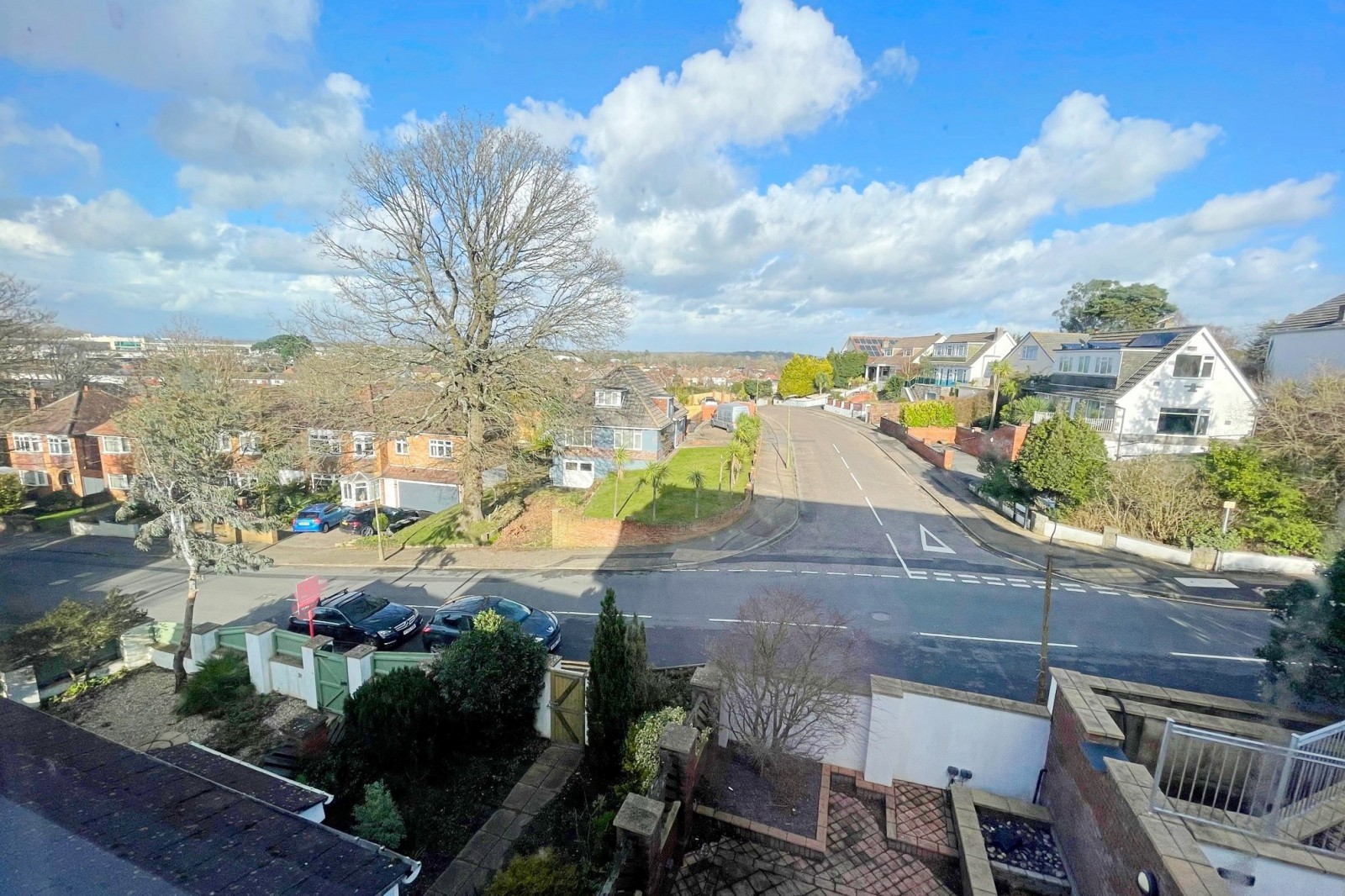 TWO BEDROOM APARTMENT IN NEED OF MODERNISATION