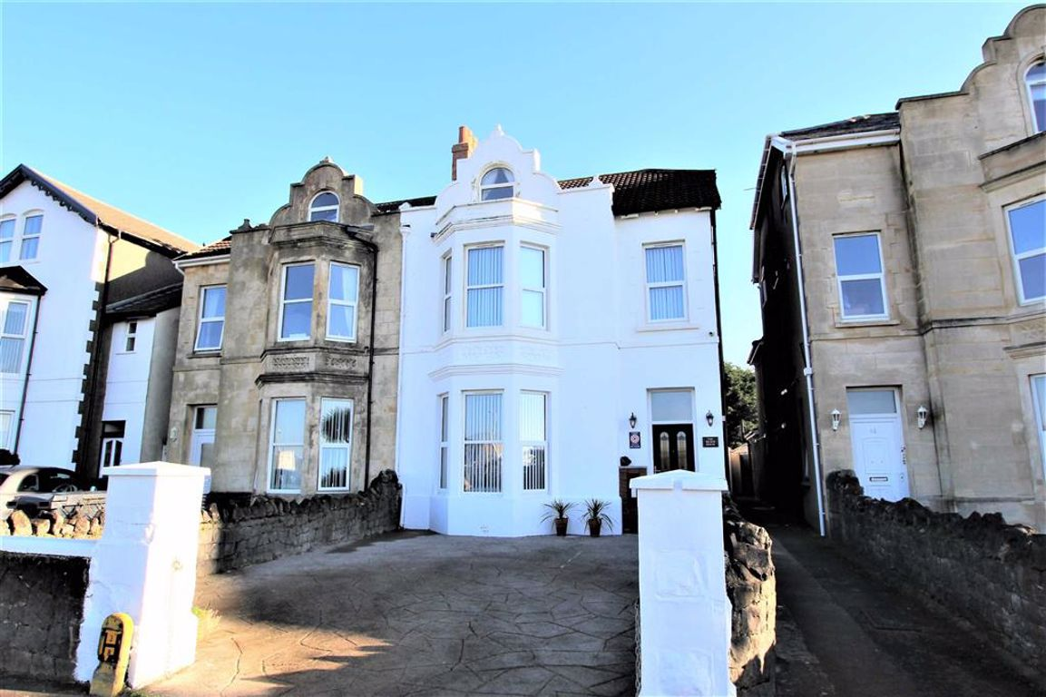 STUNNING HOME/ SEA FRONT LOCATION