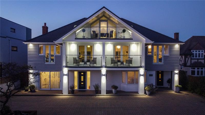 Wharncliffe Road, Highcliffe, Christchurch, Dorset, BH23