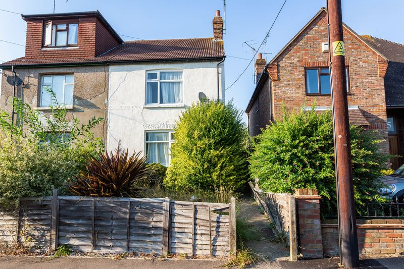 Open House Today @ 33 Warwick Road, Rayleigh , Ss6 8pq