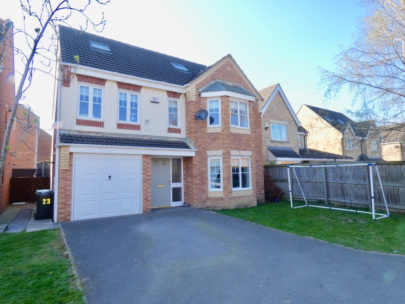 Aspen Close, Cleckheaton, West Yorkshire, BD19