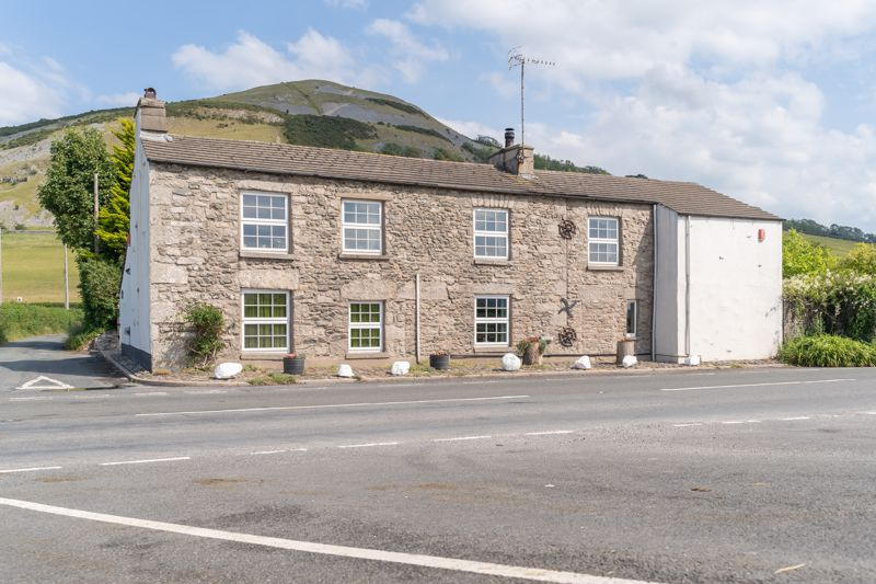 Characterful And Spacious Home With Exceptional Views