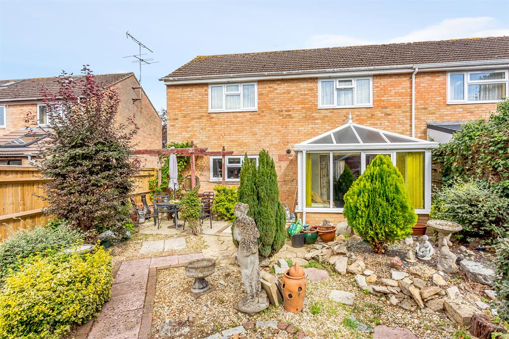 Pampas Close, Carterton, OX18 3YE