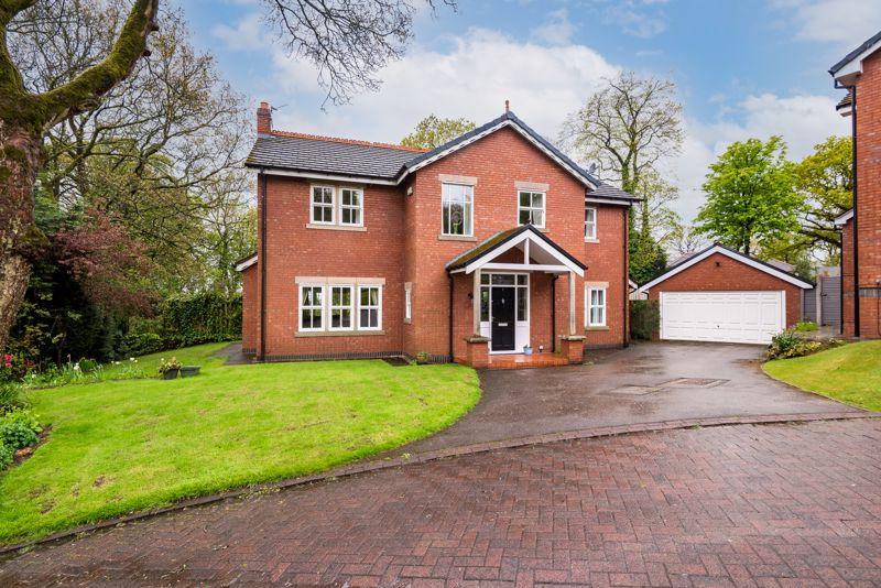 Lamphey Close, Heaton, Bolton, Bl1 5