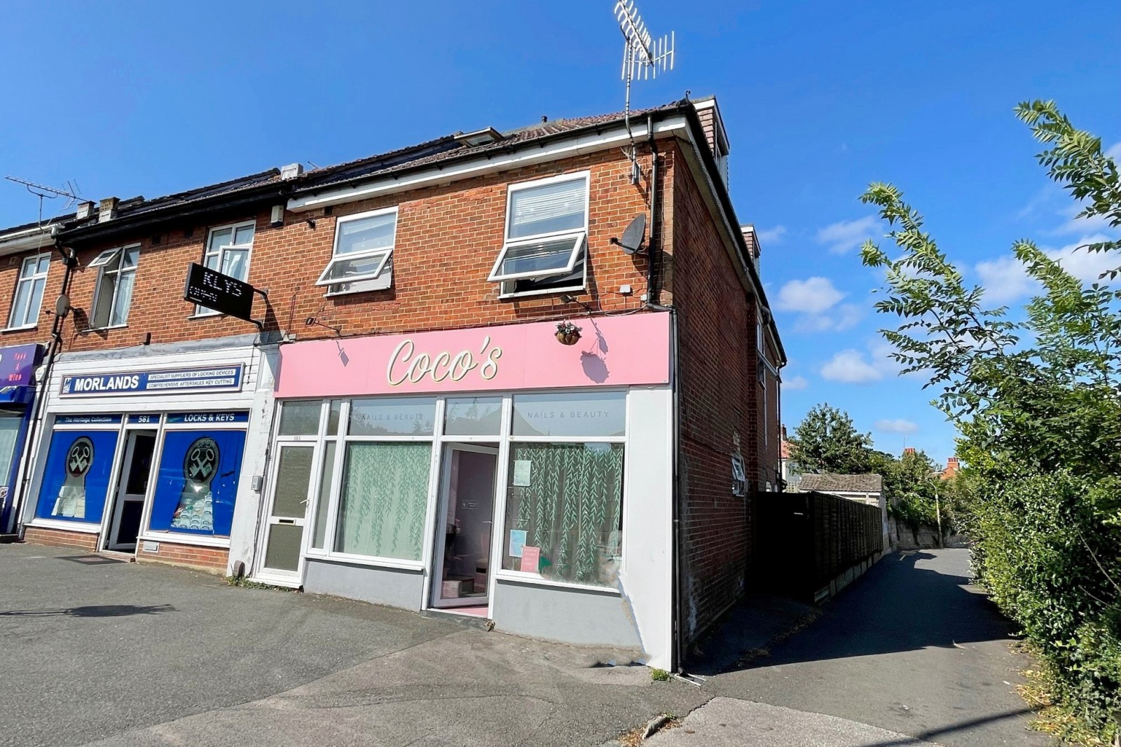 IDEALLY LOCATED ONE BEDROOM APARTMENT WITH NO FOWARD CHAIN