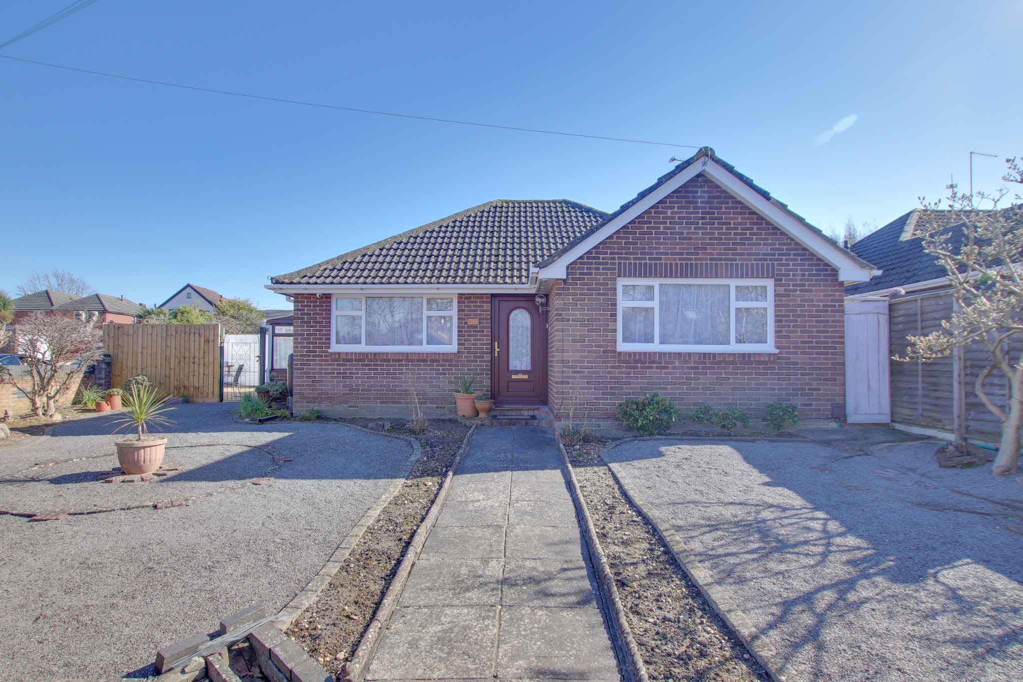 HEDGE END! DETACHED BUNGALOW! WRAP AROUND GARDEN!