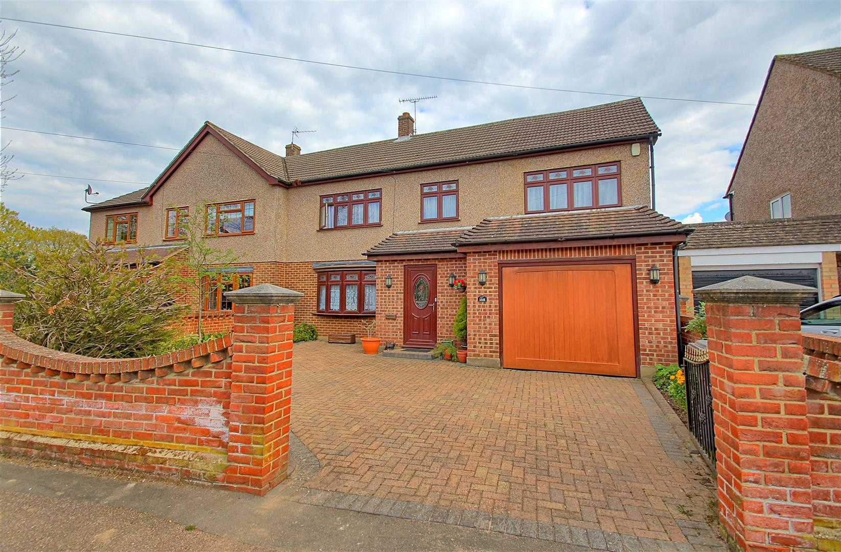 COZENS ROAD, WARE - SUBSTANTIAL FAMILY HOME