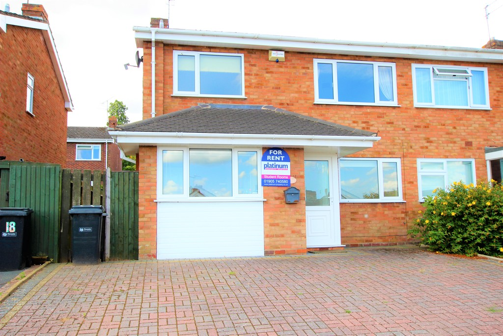 2 Rooms Available Now - Inclusive of Bills - 16 Beaconhill Drive