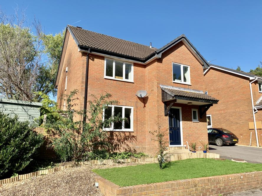 Suffolk Close, Colehill, BH21 2TX