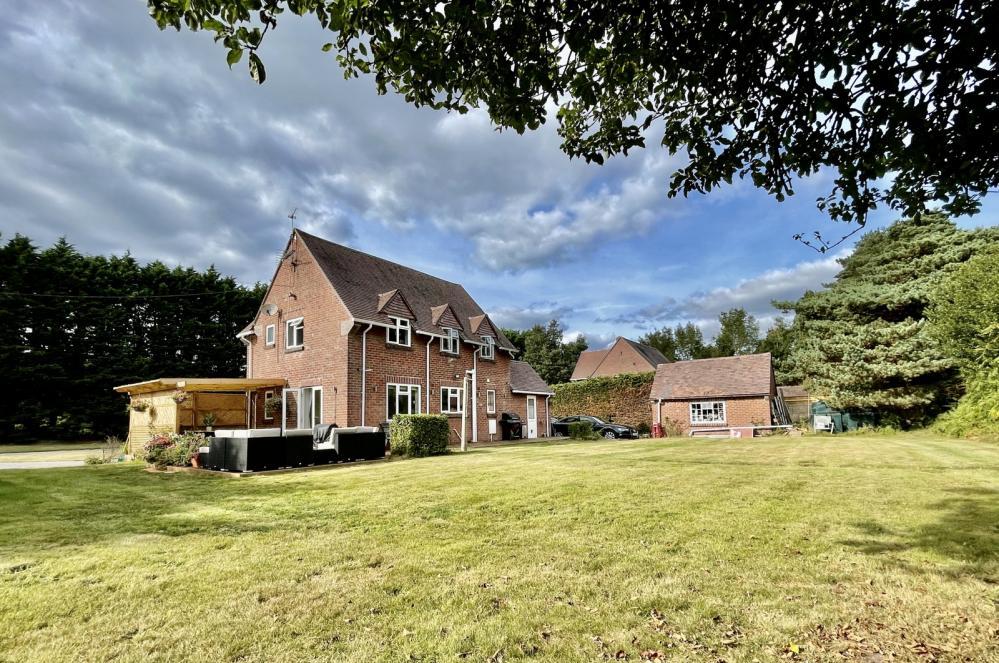 Avon View Cottages, Wattons Lane, Matchams, Ringwood, BH24 2DG