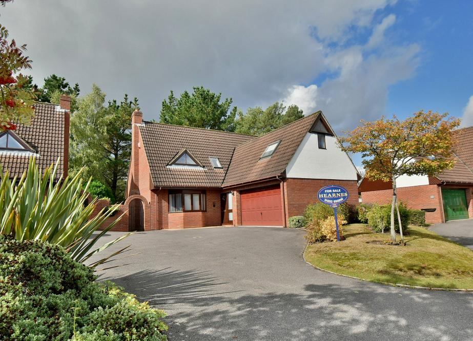 Greensome Drive, Ferndown, Dorset BH22 8BE