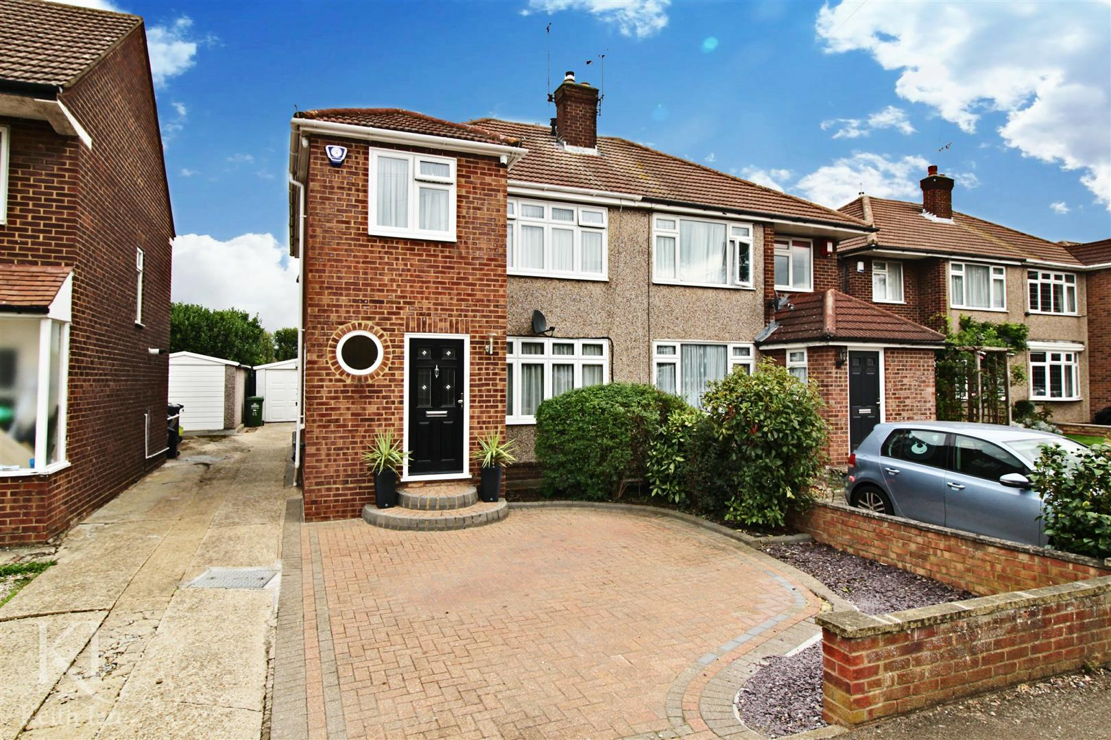 Palmers Way, Cheshunt - Beautiful 3 Bedroom Semi, Walking Distance To Cheshunt station