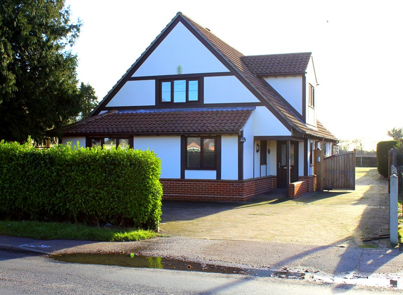 Thorpe Road, Kirby Cross, Frinton-On-Sea, Essex, CO13