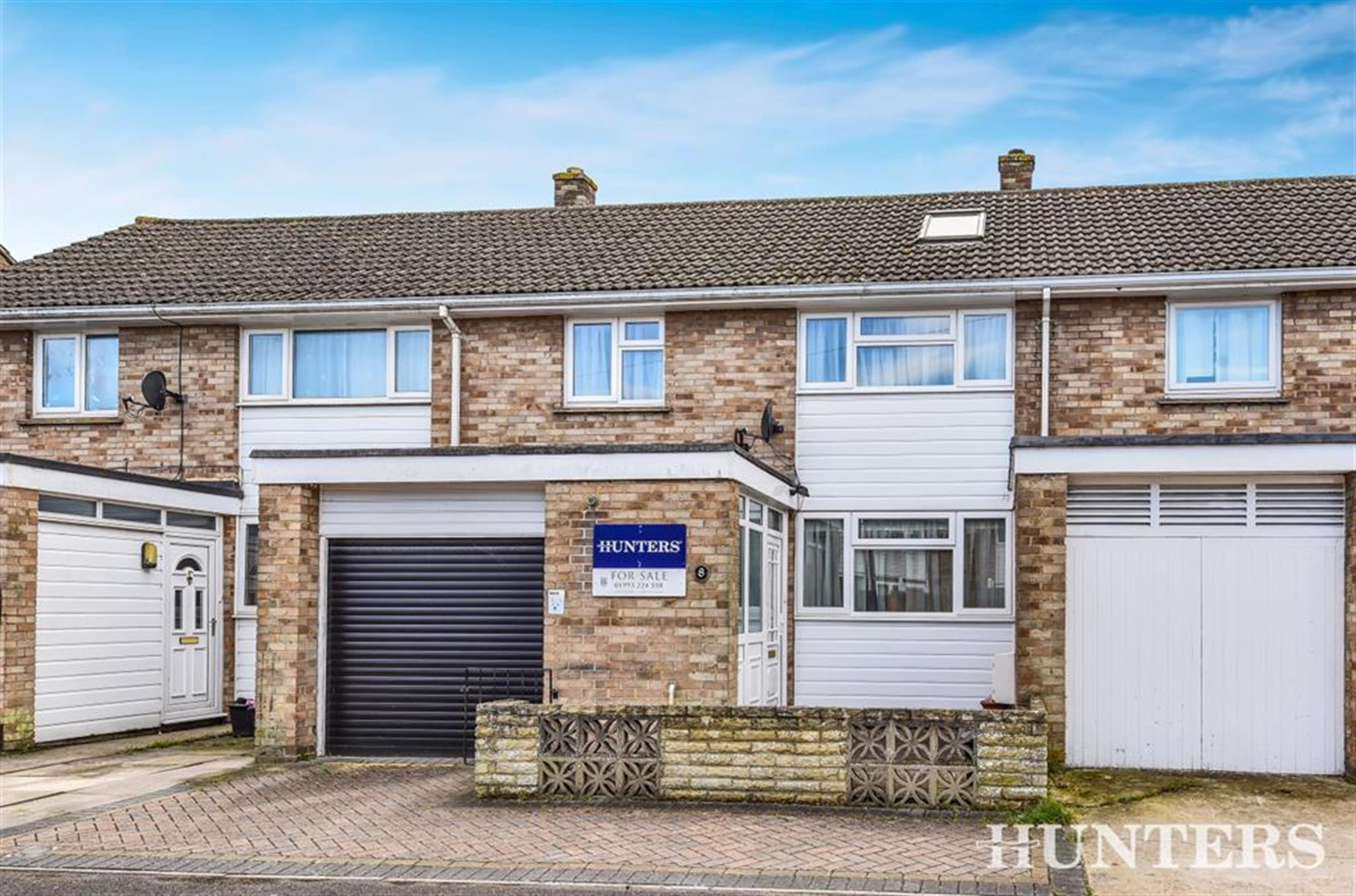 Hill View, Carterton, OX18 1BA
