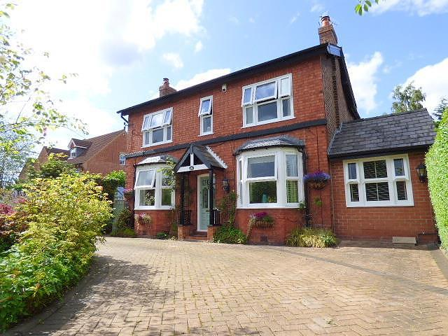 Fearnhead Lane, Fearnhead, Warrington WA2 0DE
