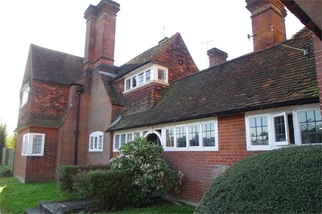 Hollybanks, London Road, Apsley, Hertfordshire