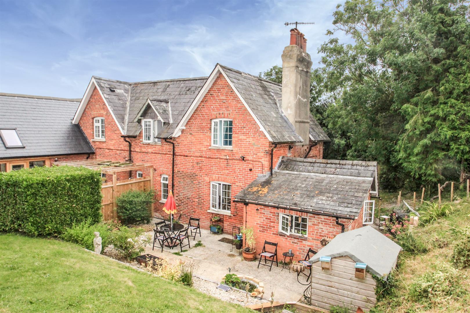 Old Sarum Cottages, Castle Road, Salisbury
