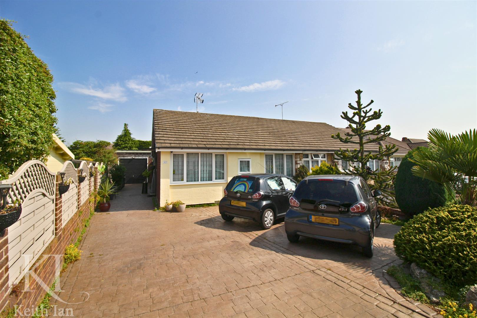 Winton Drive, Cheshunt - 2 Double Bedroom Bungalow With LARGE Garden