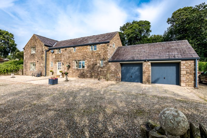 Meadow Barn, New Road, Anderton, Pr6 9hg