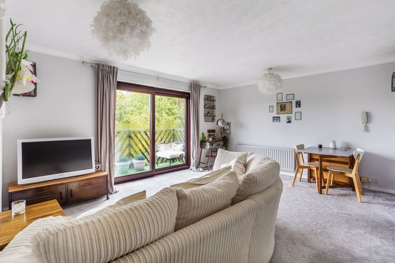 Hillside Road, Whyteleafe, Surrey (guide Price £240,000 To £250,000)
