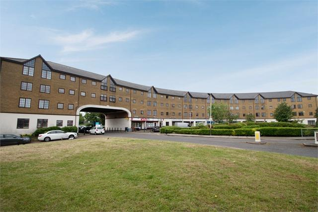 Comer Crescent, Southall, Greater London