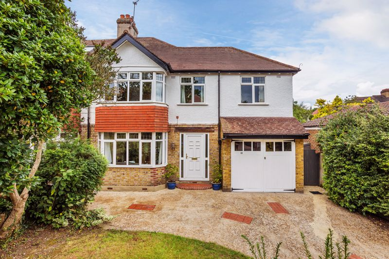 Barrow Hedges Close, Carshalton, Sm5 (guide Price £700,000 To £725,000)