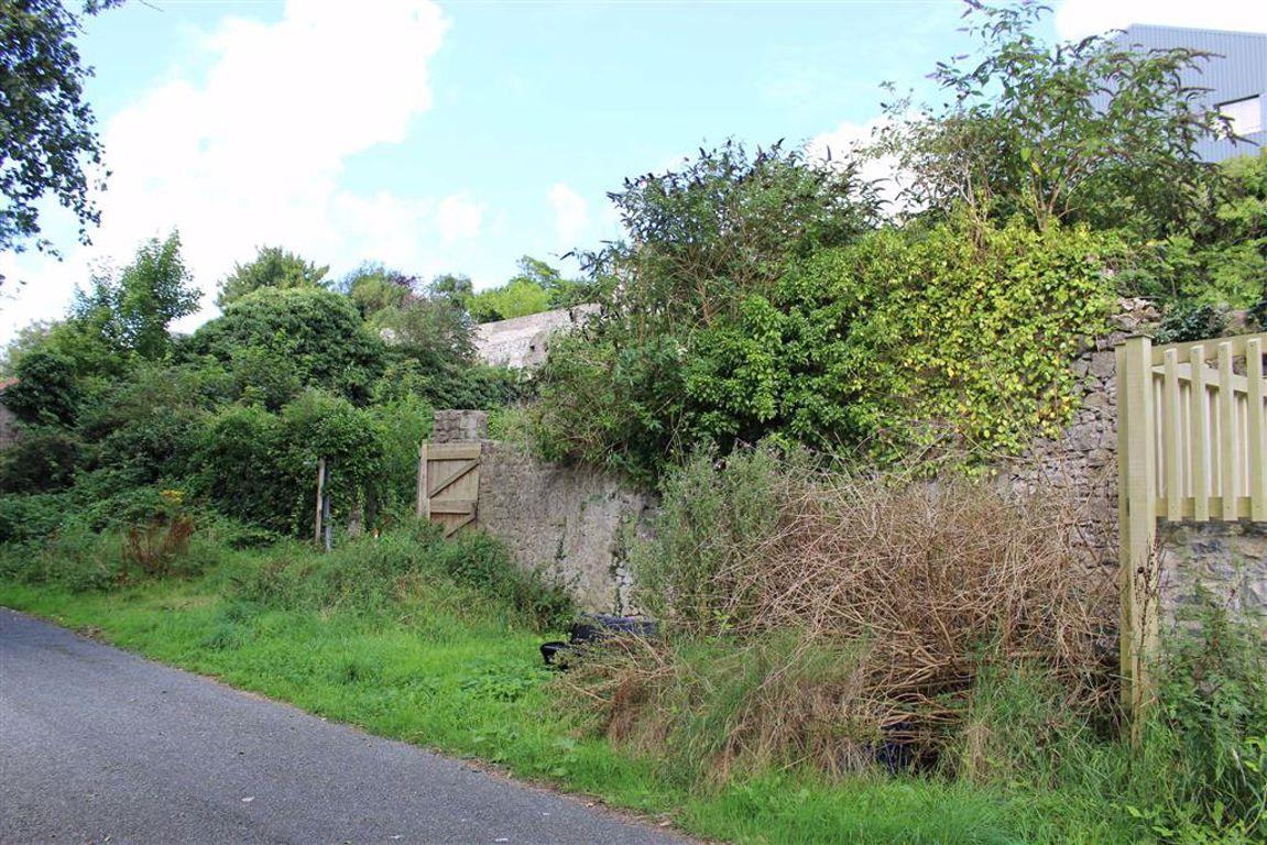 Commons Road, Pembroke