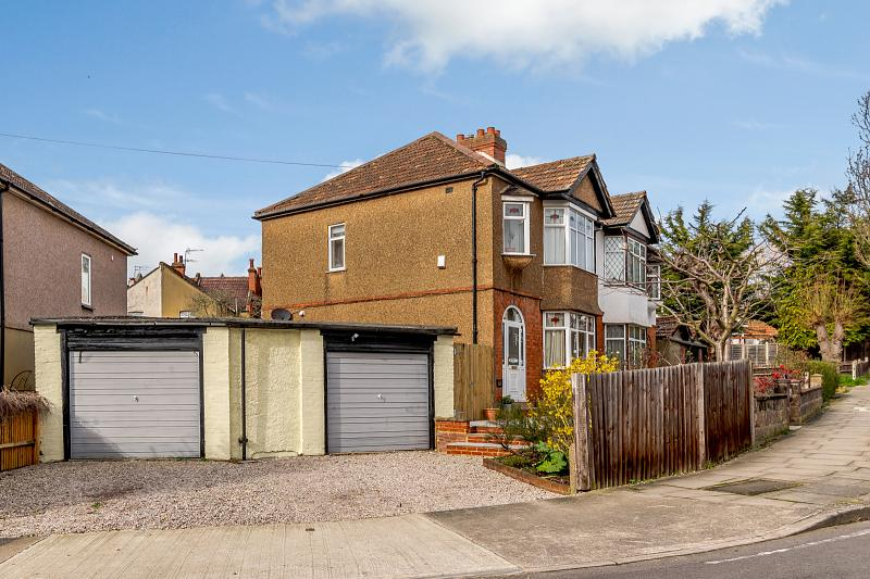 Coombe Gardens, KT3 4AA