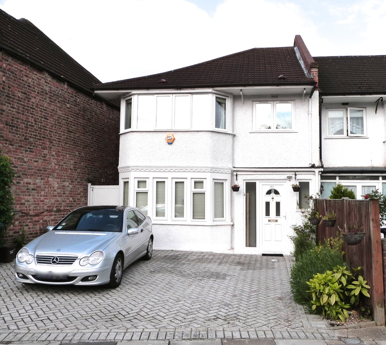 HAMILTON ROAD, GOLDERS GREEN, LONDION, NW11