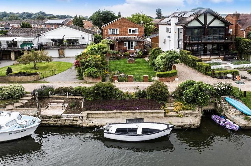River Gardens, Purley On Thames, Reading, RG8