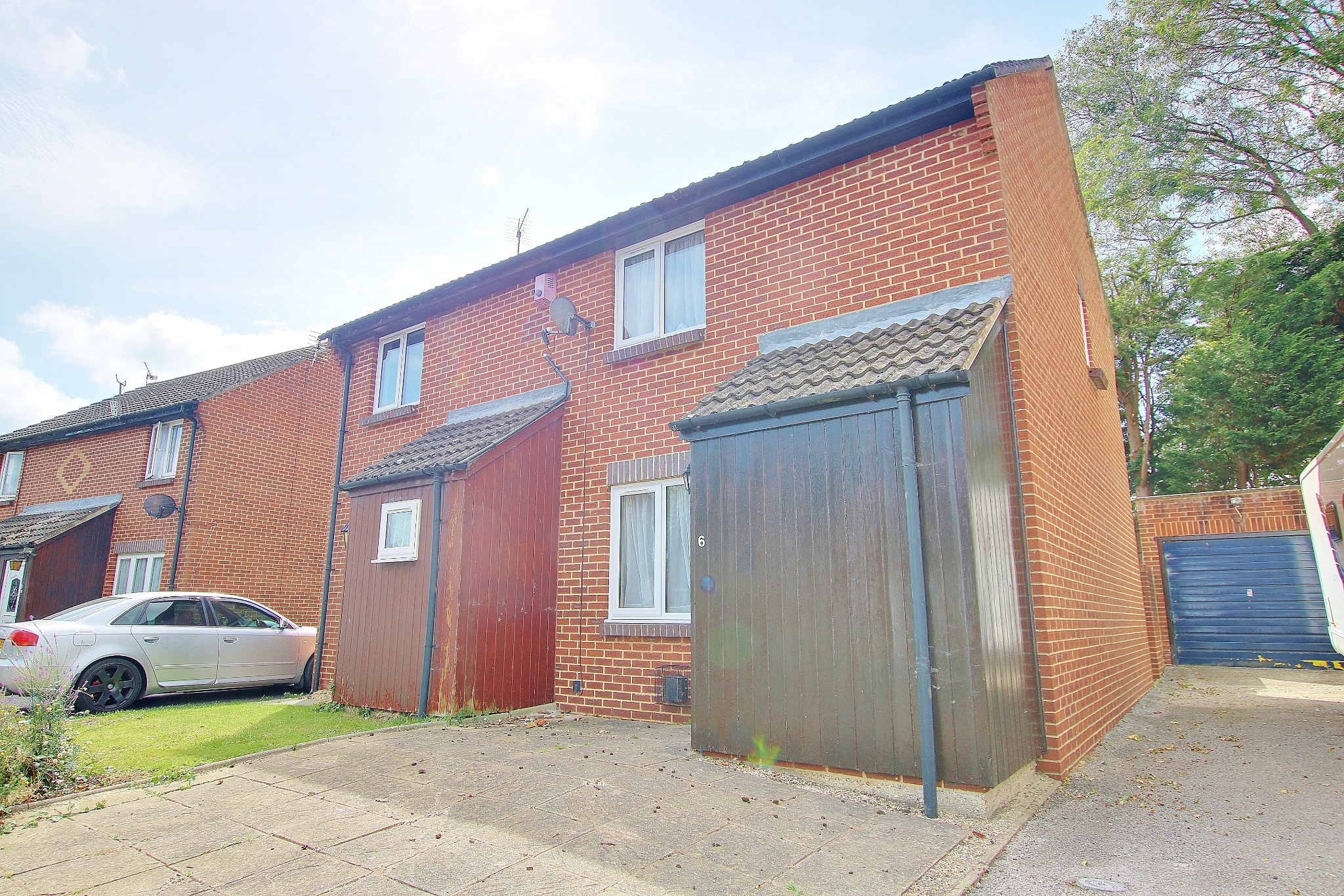 NO CHAIN! GARAGE! WEST END LOCATION! POTENTIAL!