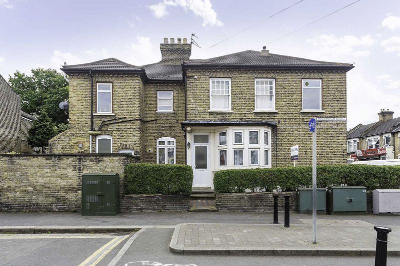 Two Bedroom Ground Floor Abrahams Maisonette With Walled Garden