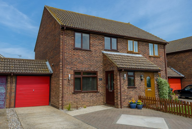 Seaview Drive, Great Wakering, SS3