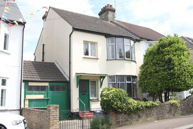 Lord Roberts Avenue, Leigh-on-Sea, Essex, SS9
