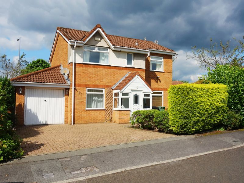 Substantial Detached - Parnham Close, Radcliffe, M26 3xu