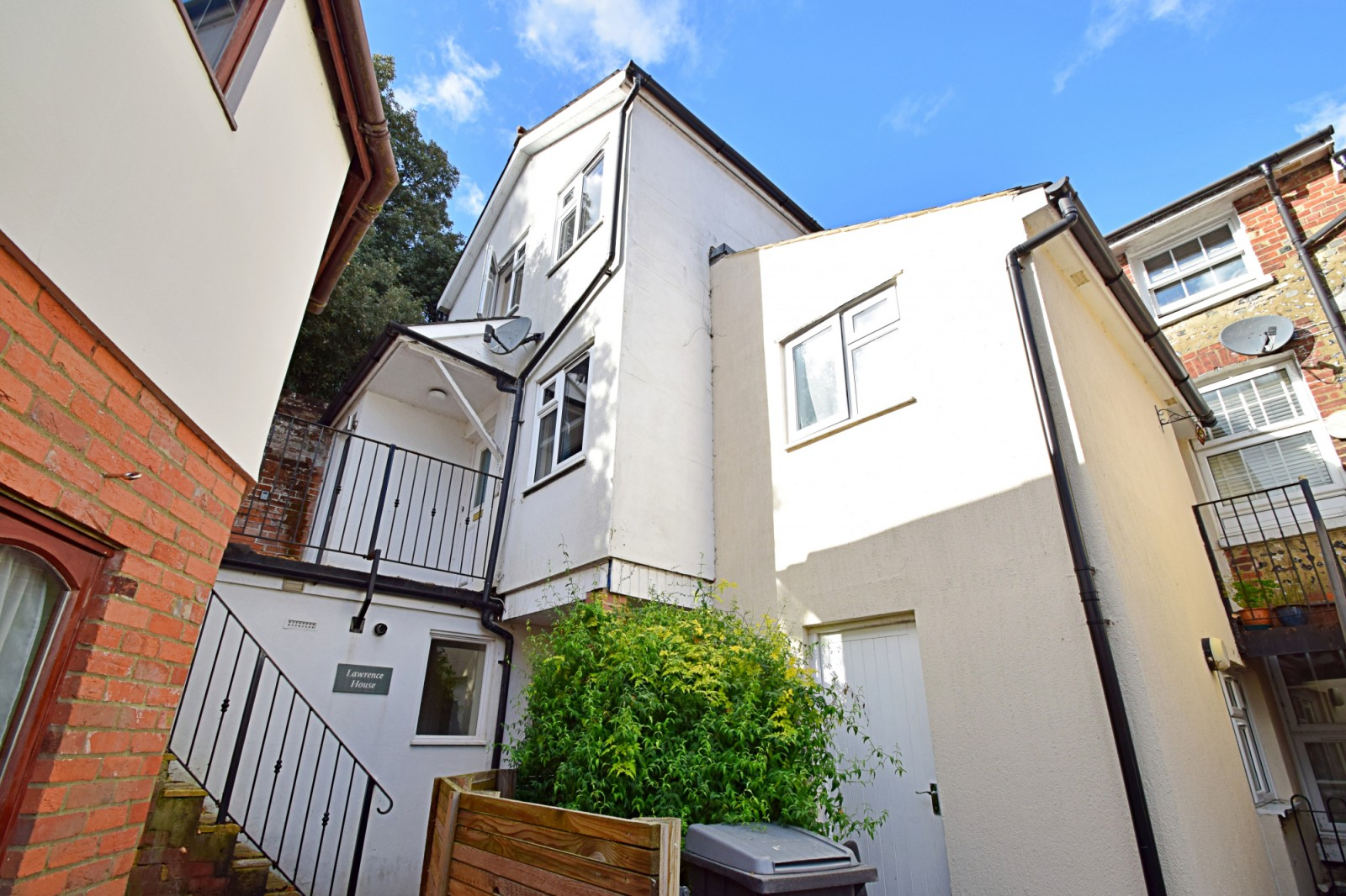 Flat 2 Lawrence House, The Walk, Crowder Terrace, Winchester SO22 4PD