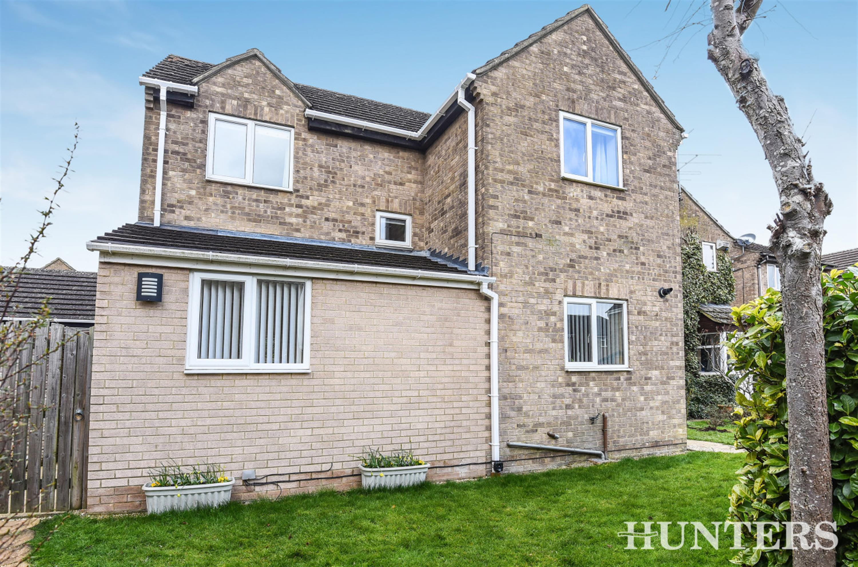 Butlers Drive, Carterton, OX18 3QX