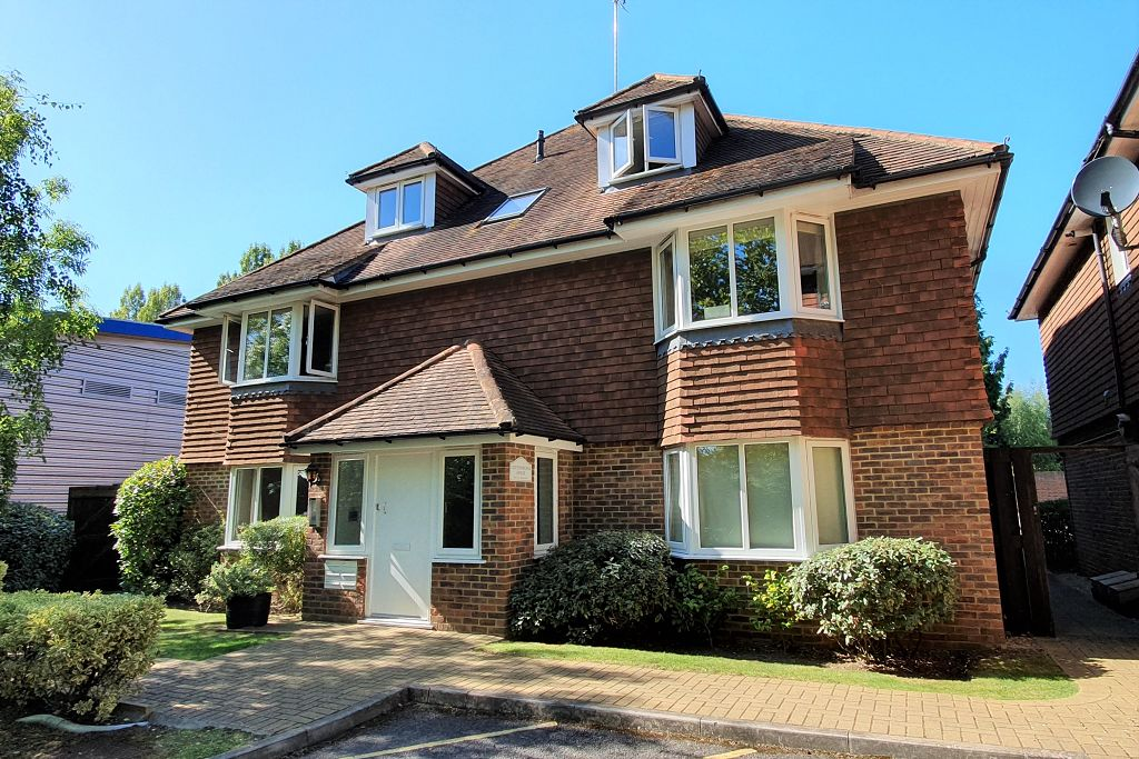 Ashurst Close, Randalls Road, Leatherhead, KT22 7UH