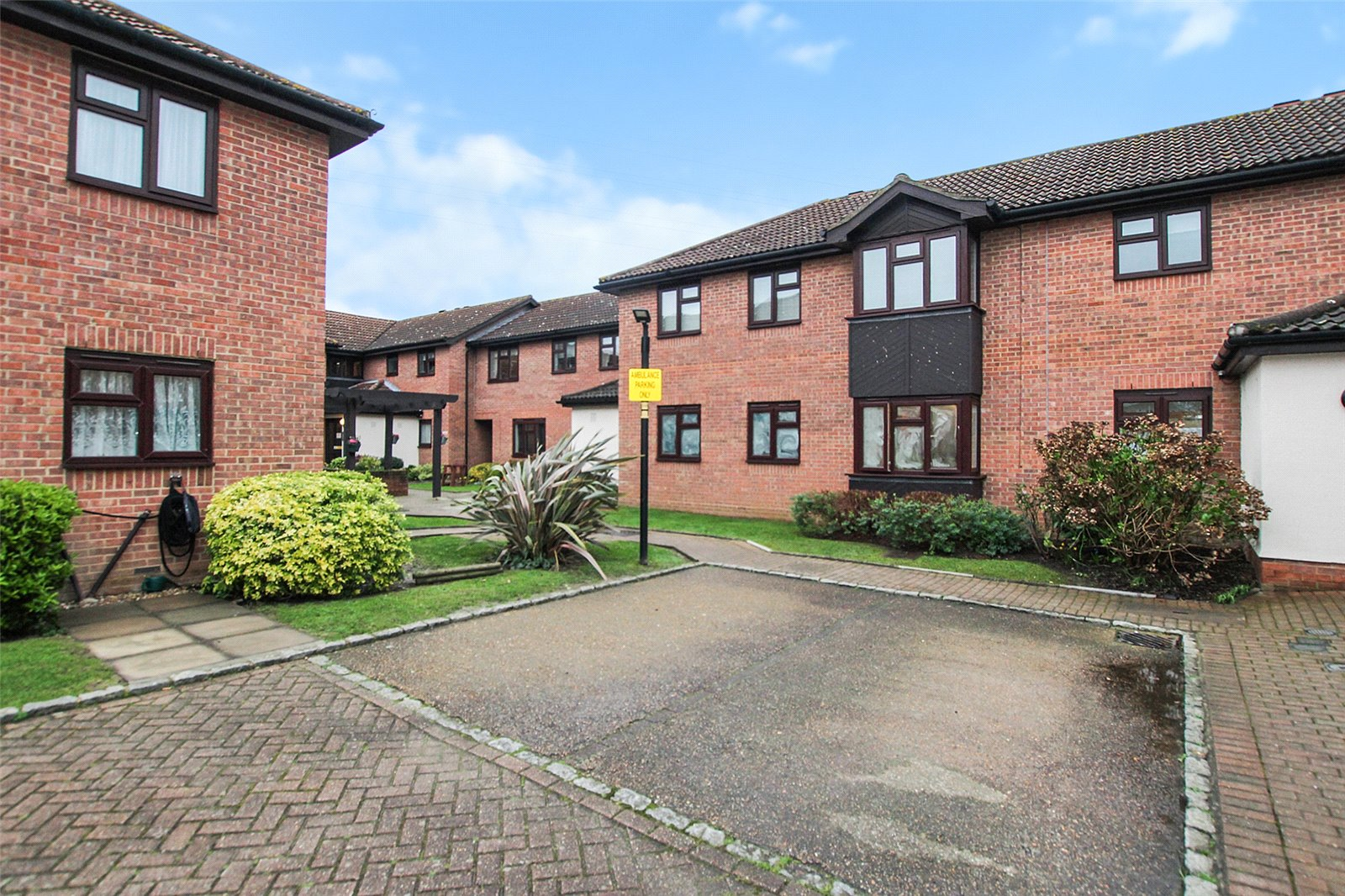 Fountain Court, Bowes Close, Blackfen, DA15